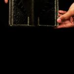 Minimal Short Wallet Gold Thread